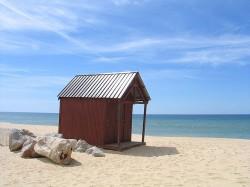 Faro Beach by Osvaldo Gago@Wikimedia.org