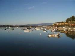 Riverside - Alvor Portugal by Ilidiobap @ wikimedia.org