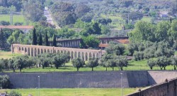 Évora - Agua de Prata Aqueduct by Ken & Nyetta @Wikimedia.org