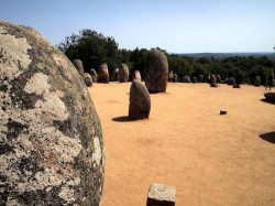 Évora - Almendres cromlech by Paul Barker Hemings @Wikimedia.org
