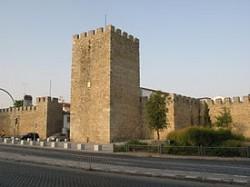 Évora - Castle Walls by Ho Visto Nina Volare @Wikimedia.org