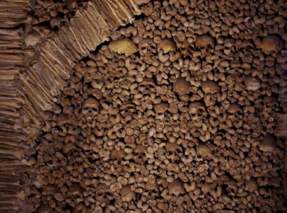 Evora - Chapel of bones by Ken & Nyetta @Wikimedia.org
