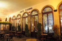 Braga - Café Vianna by Joseolgon @Wikimedia.org